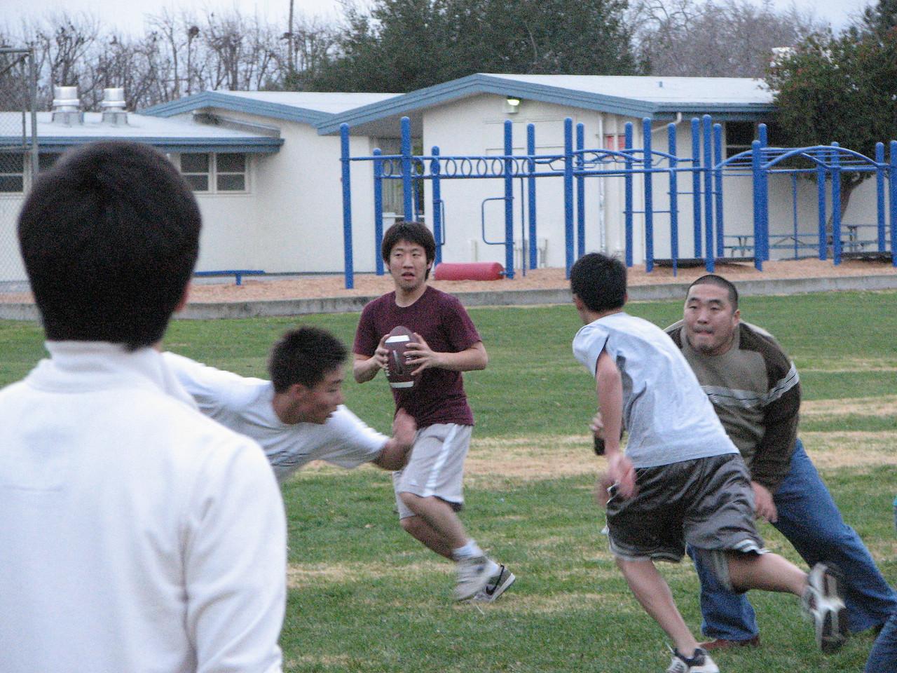 2006 12 31 Sun - Junghan Kim setting up pass