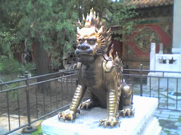 /Users/benyu/Pictures/2006 08 16 Wed - Emperial Garden - Decorative fire lion statue