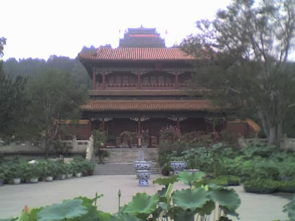 2006 08 12 Sat - Beijing's Jing Shan Park - View of Pagoda from bottom