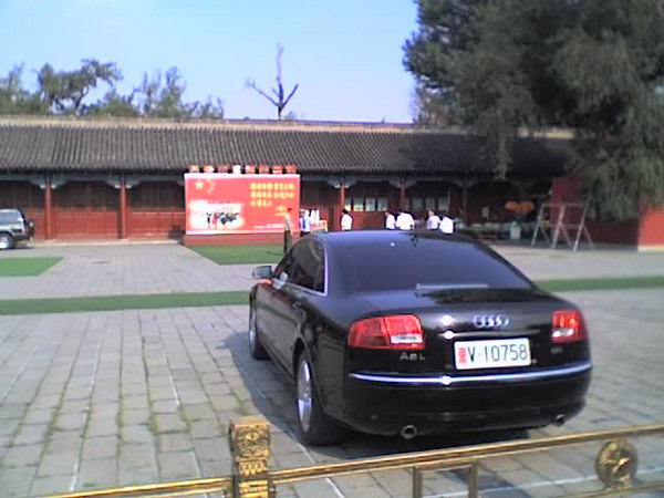 /Users/benyu/Pictures/2006 08 15 Tue - Typical government Audi A6 with white license plates