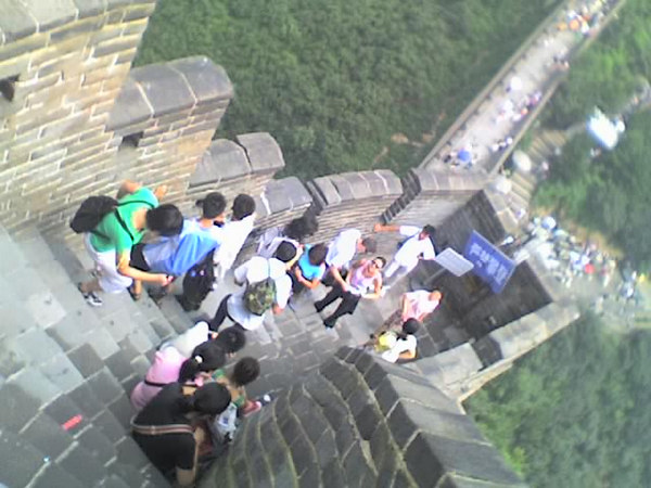 /Users/benyu/Pictures/2006 08 18 Fri - Ba Da Ling section of The Great Wall - Tourists & wall 5