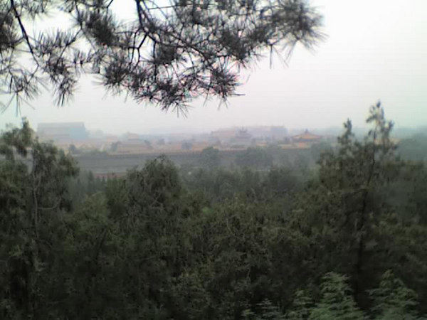 2006 08 12 Sat - Beijing's Jing Shan Park - Foggy view of Forbidden City from 1 of the 5 peaks