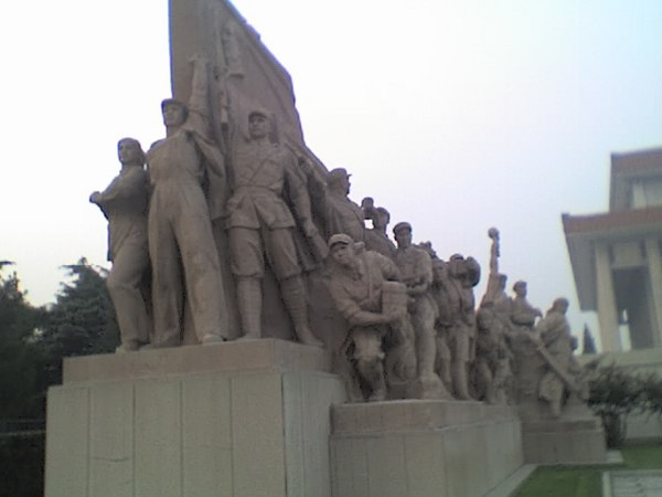 /Users/benyu/Pictures/2006 08 19 Sat - One of 4 monuments of the people outside Mao Tse Tung's sarcophagus
