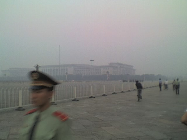 /Users/benyu/Pictures/2006 08 19 Sat - Sunrise Tian An Men Ceremony - Military processional