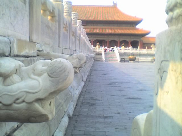 /Users/benyu/Pictures/2006 08 16 Wed - Forbidden City - Deteriorating dragon head gutters
