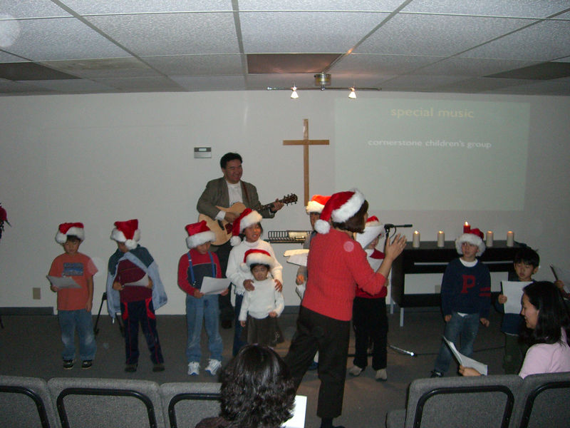 2005 12 25 Sun - Korean kids singing Chinese Jingle Bells