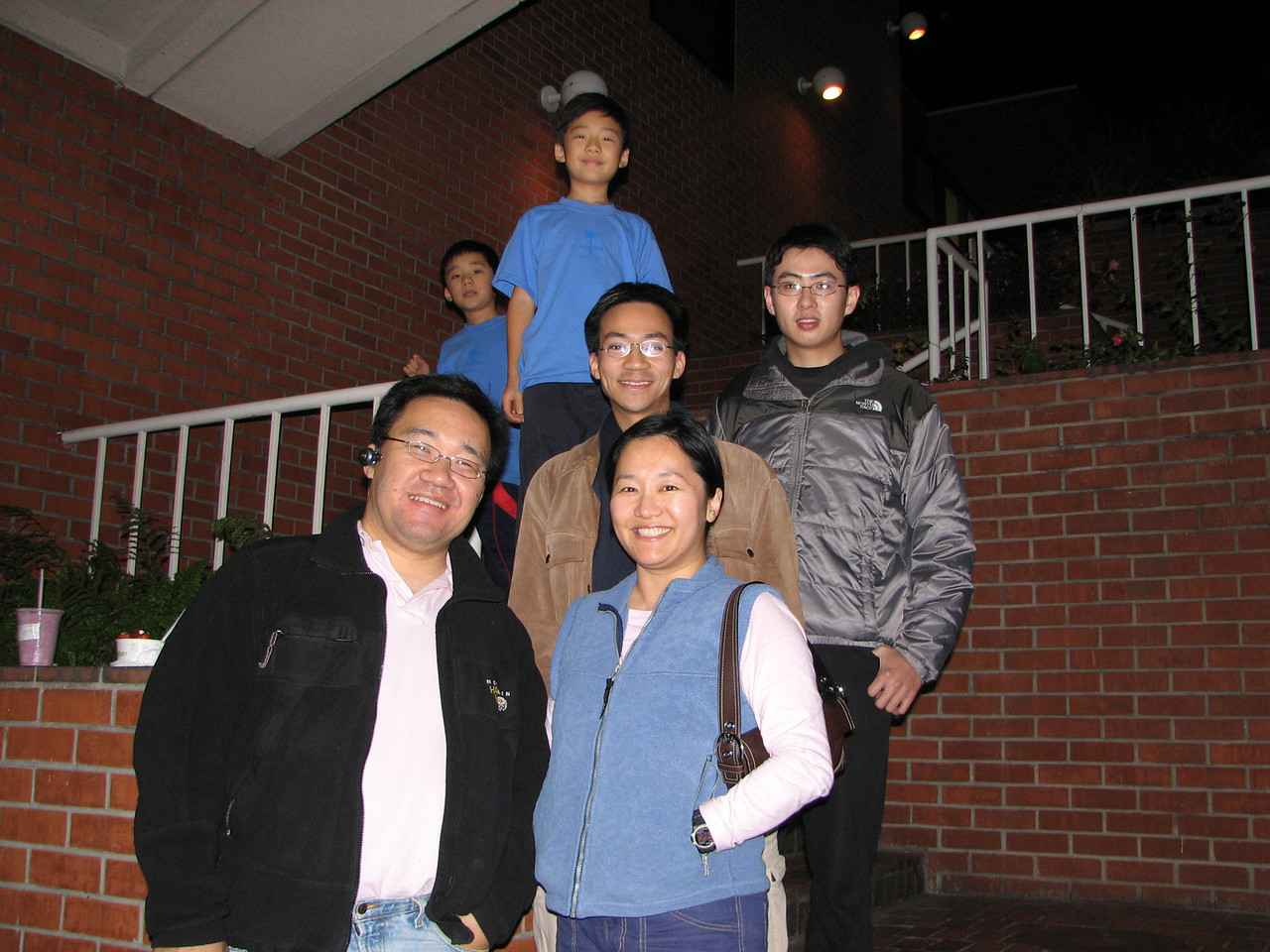 2007 02 21 Wed - The Lee's, Ben Yu, & visiting from Taiwan cousin Shan Zen Yang @ UCLA Pinkberry 2