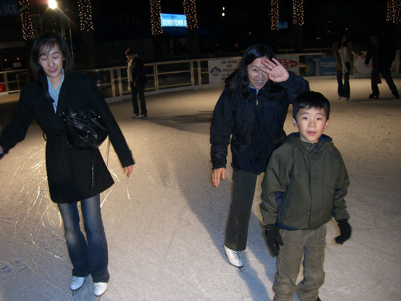 2005 12 12 Mon - Jenny Wu, Naan Lee, & Seth Lee ice skating in downtown San Jose for small group night out