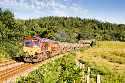 180706  66195 with 6M72  TO 1901 Burngullow-Cliff Vale passes Restormel