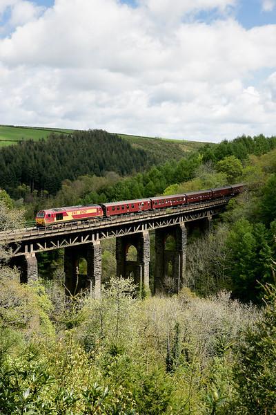 67027 crosses Largin viaduct with a Nottingham-Par Edenex 070505