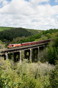 67027 crosses Largin viaduct with a Nottingham-Par Edenex 070505