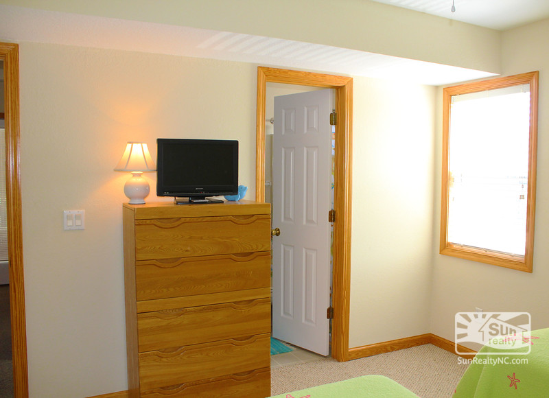 Mid Level Twin Bedroom