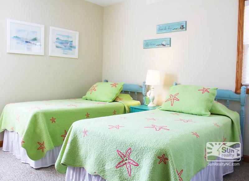 Mid Level Twin Bedroom