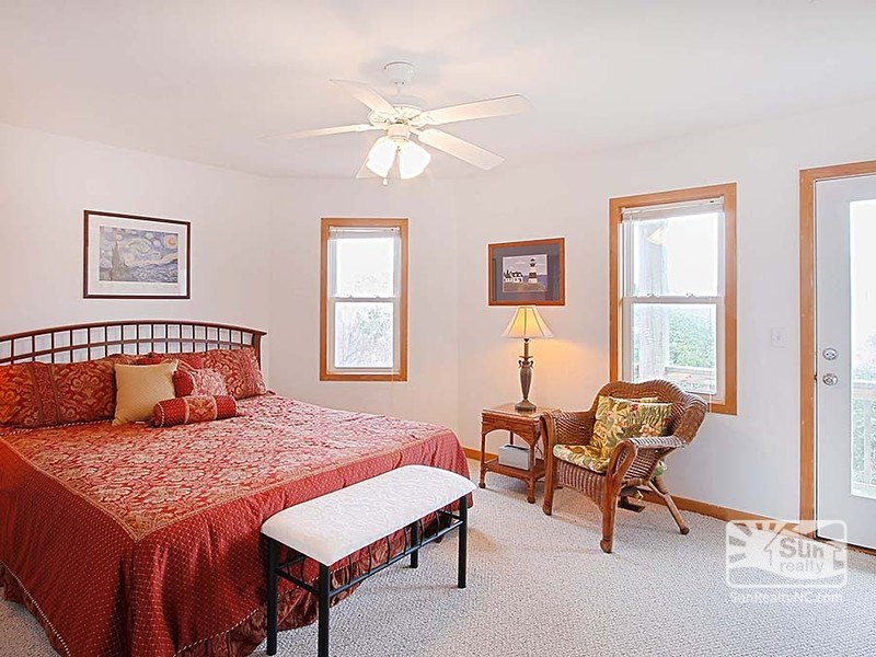 Mid-Level King Master Bedroom