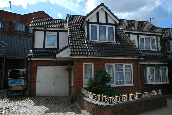 Gail McIntyre lives here but David Platt owns.