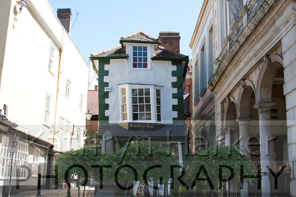 Crooked house 1