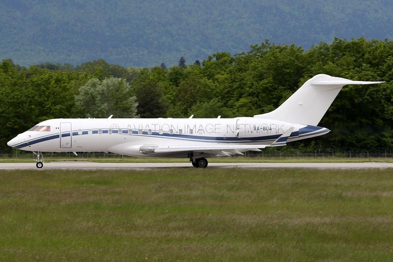 XA-BUA   Bombardier BD-700-1A10 Global Express   Aerotresalia