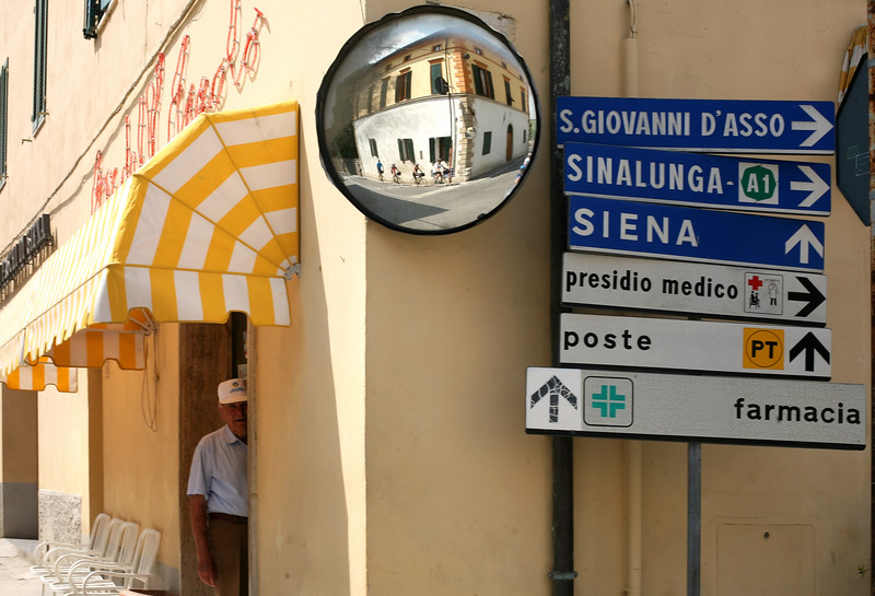 5/25/07 Day 6, Montepulciano/Monticchiello, Italy<br /> Photo by Erik Jacobs