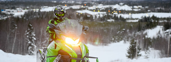 Snowmobiling 02 2242X812