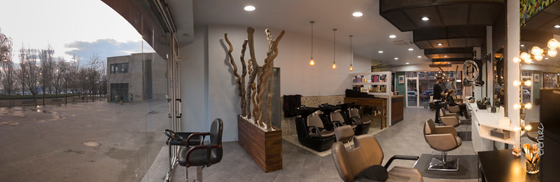 Adaimo Perruquers. Barbers Shop. Panorámica del salón por Elena Rubio de elenircfotografia