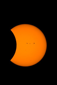 """Sunspots Lead the Eclipse"""