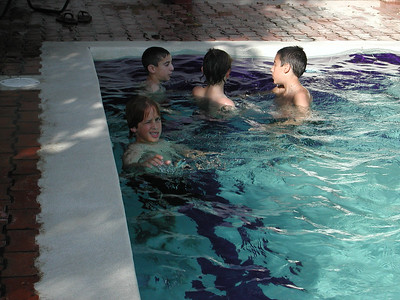 172 4 - The kids in the Costa Verde Hotel Pool