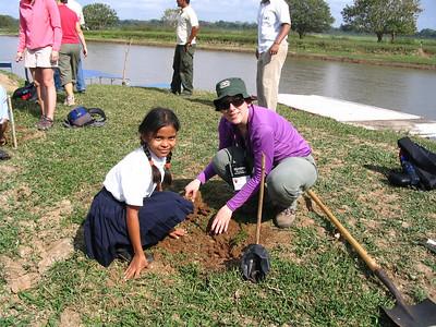 Sara and Wendy planting a tree at Cano Negro
