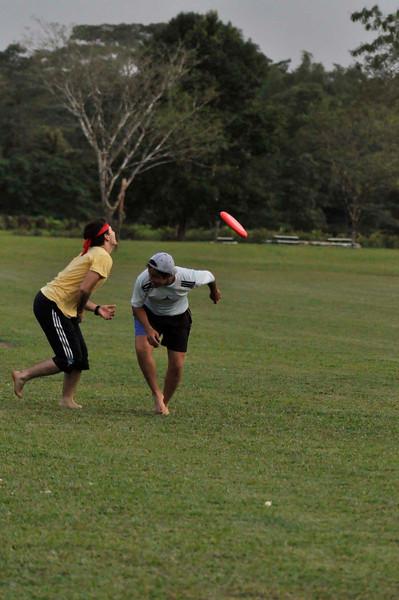 042409Ultimate Frisbee @ EARTH120