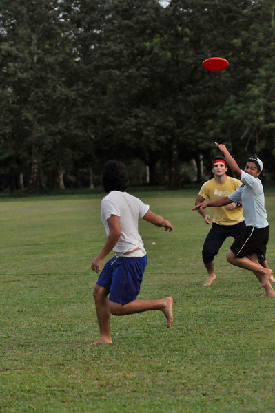 042409Ultimate Frisbee @ EARTH088