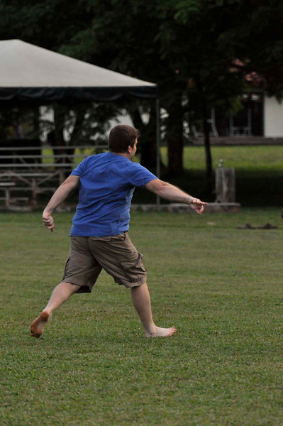 042409Ultimate Frisbee @ EARTH151