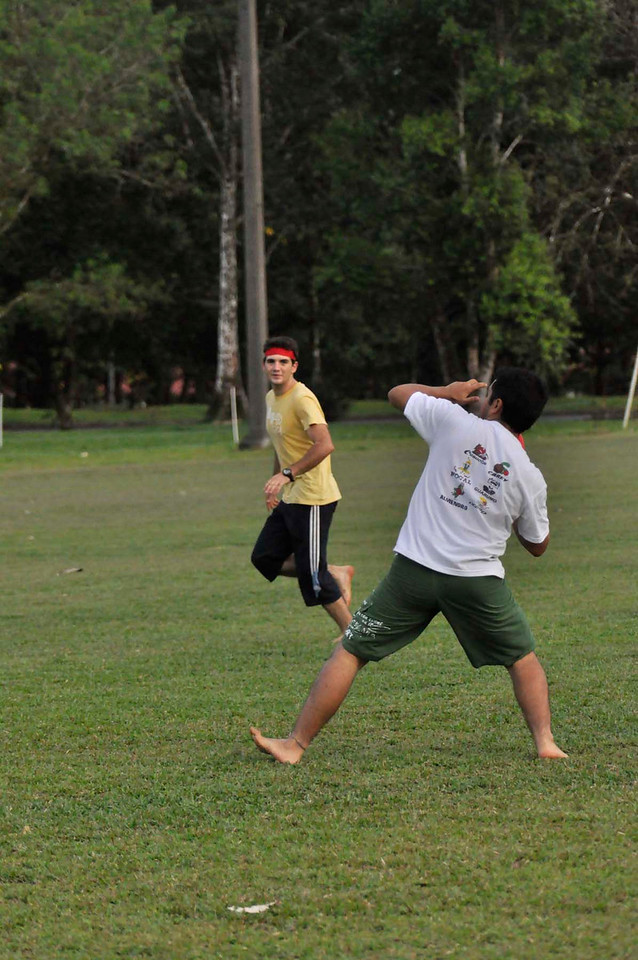 042409Ultimate Frisbee @ EARTH094