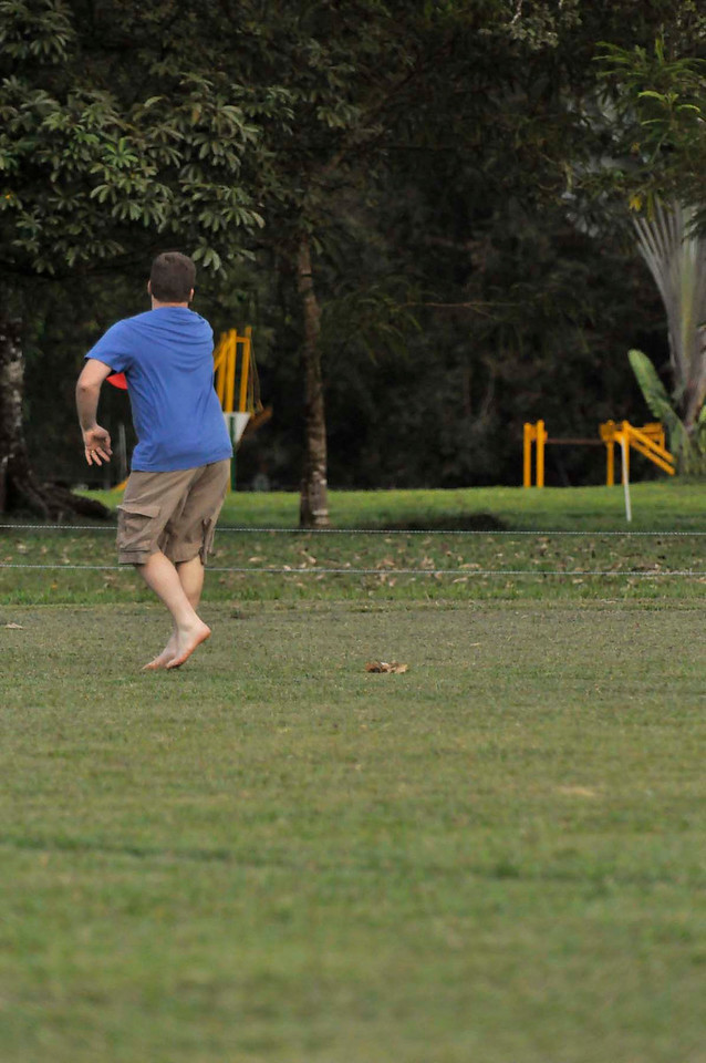 042409Ultimate Frisbee @ EARTH072