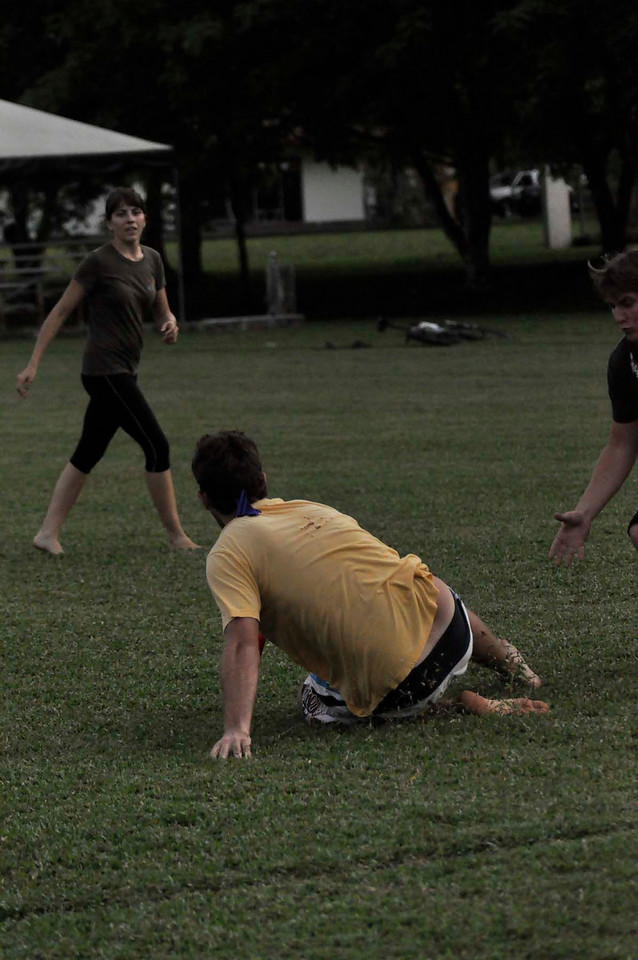 042409Ultimate Frisbee @ EARTH098