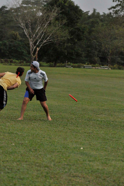 042409Ultimate Frisbee @ EARTH121
