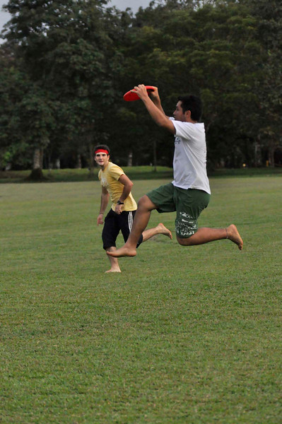 042409Ultimate Frisbee @ EARTH089