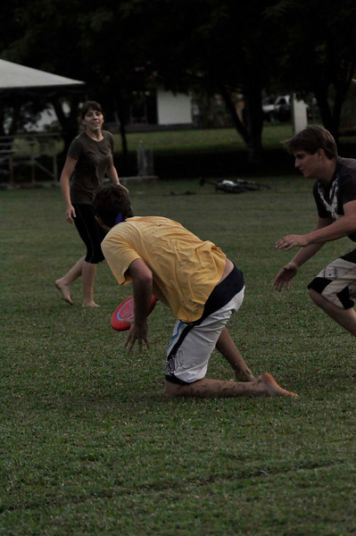 042409Ultimate Frisbee @ EARTH099