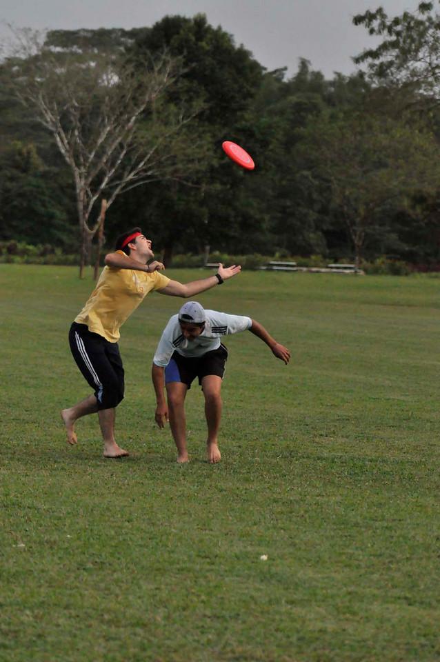 042409Ultimate Frisbee @ EARTH119
