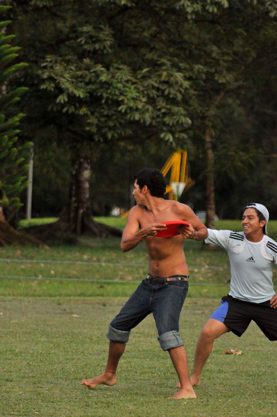 042409Ultimate Frisbee @ EARTH142