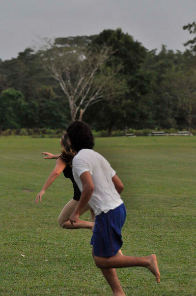 042409Ultimate Frisbee @ EARTH123