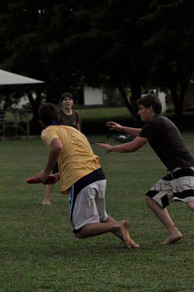 042409Ultimate Frisbee @ EARTH100