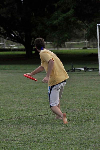 042409Ultimate Frisbee @ EARTH111