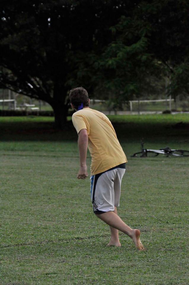 042409Ultimate Frisbee @ EARTH112