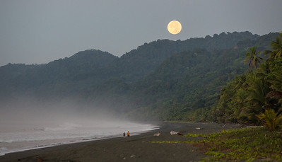 Moonset just before Sunrise: on Carate Beach