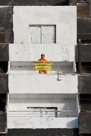 Pintada de la ''I'' en hotel El Algarrobico