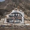 """Activistas de Greenpeace escriben """"demolición"""" en 1.500 m2 de arena en la playa de El Algarrobico"""