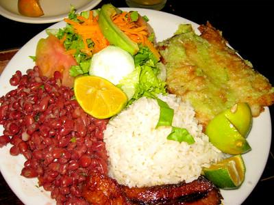 #6 - Casado con Pescado•Fish with LOTS & LOTS & LOTS of Garlic•Ajo