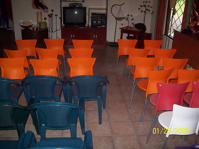 "Sala 1 can handle 40-50 people ""Classroom Style"" & with our 3 big comfy couches in back.    Put the instructor/facilitator in the left corner & they can work/speak to Sala 1 & Sala II.  We have a tv, dvd player, vcr player, stereo with cassette & cd (& even old fashioned records)."