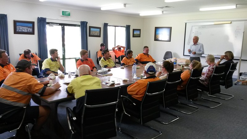 First aid training Auscott Narrabri 15.12.15 - with growers and farm hands