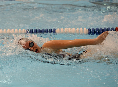 Abby Cirincione swims the 400 relay.