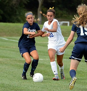 Madeline Jienez (#40, center) races Anna Pizza (19) to the ball.